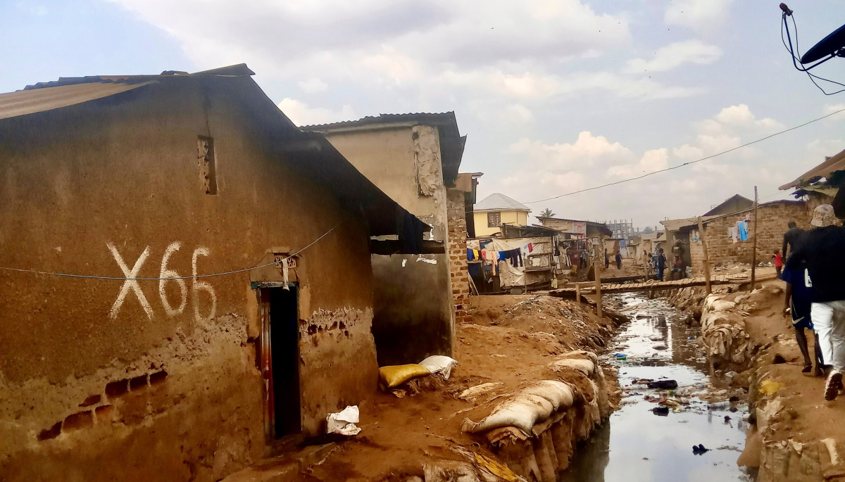 """""""Too many cooks in the kitchen"""": Stakeholder dynamics and social accountability in informal settlements in Kampala, Uganda"""